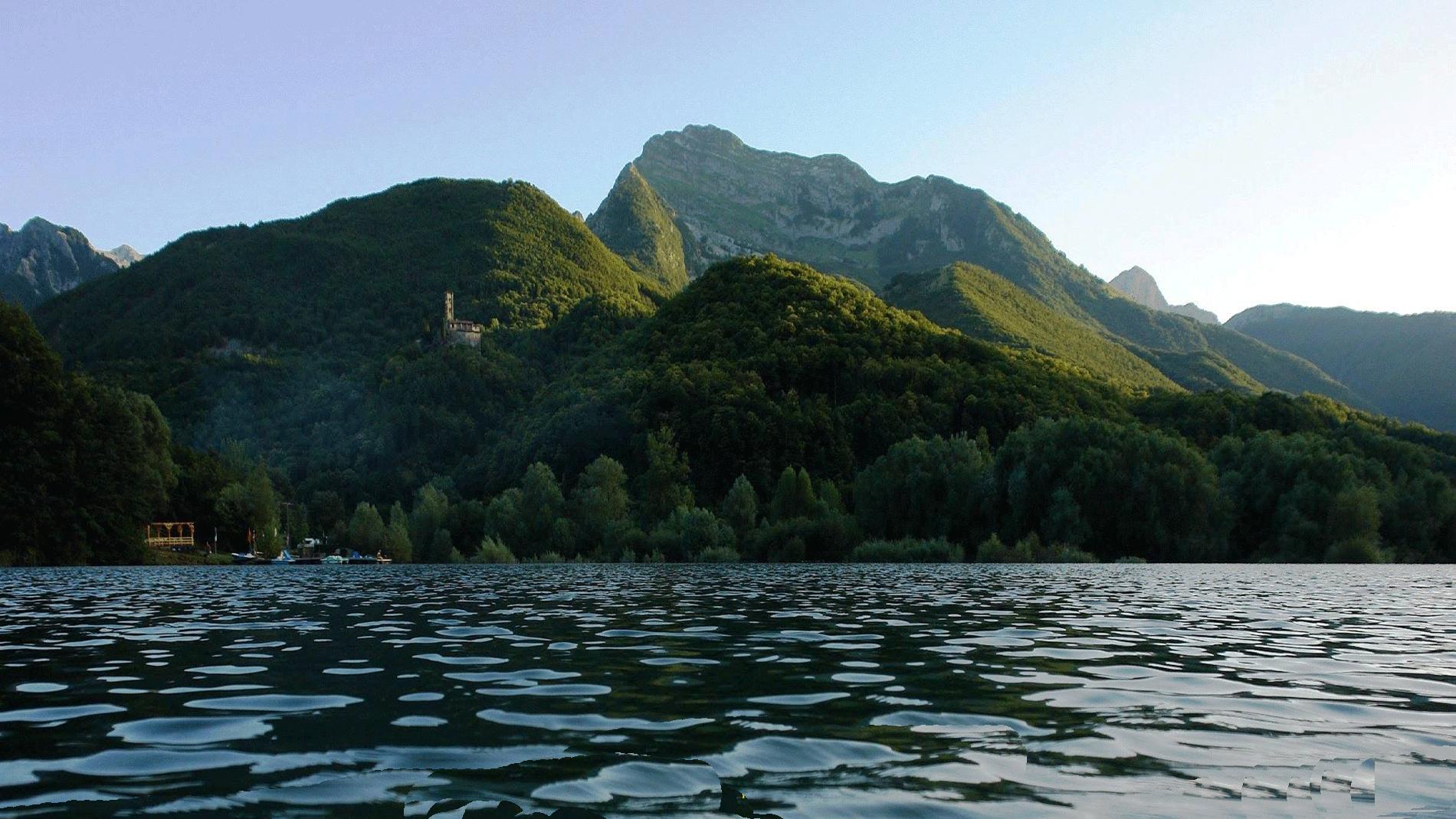 Sulle sponde del Lago di Gramolazzo