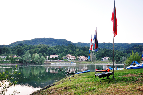 bandiere-camping-lago-apuane
