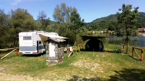 camper-camping-lago-apuane