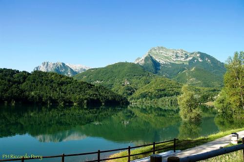 lago-monti-camping-lago-apuane