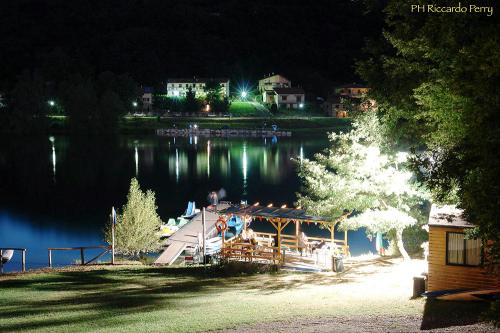 lago-notte-camping-lago-apuane